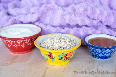 ingredients for honey oatmeal mask recipe to moisturize and exfoliate the gentle way