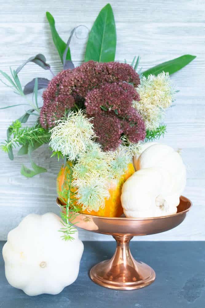 easy diy fall pumpkins decor ideas, floral arrangement in a small pumpkin