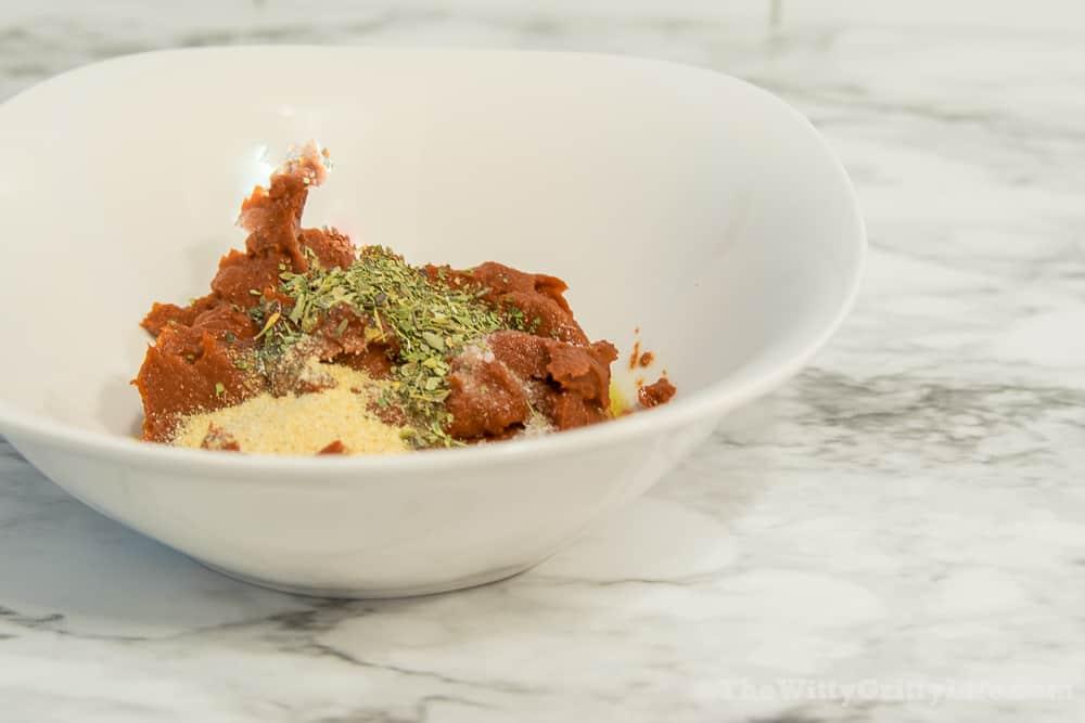 tomato paste with Italian herbs, garlic powder and sea salt, key ingredients to tasty homemade pizza sauce