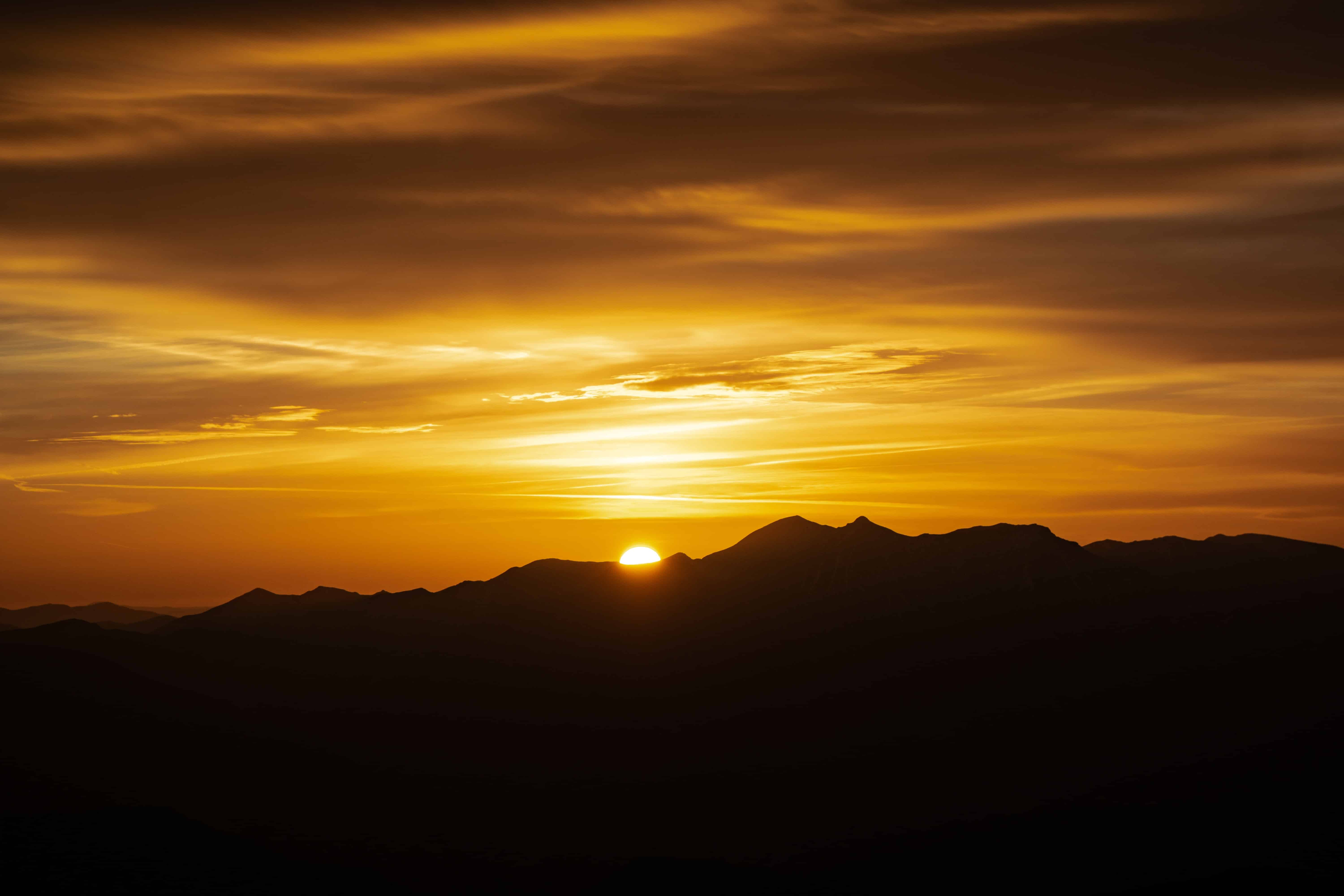 picture of a sunrise in the mountains